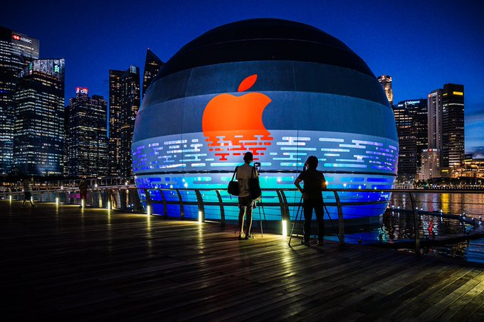 World's First Floating Apple Store